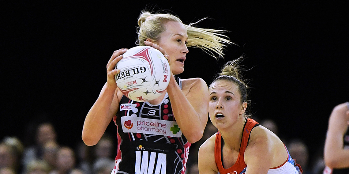 Chelsea Pitman playing netball against NSW Swifts